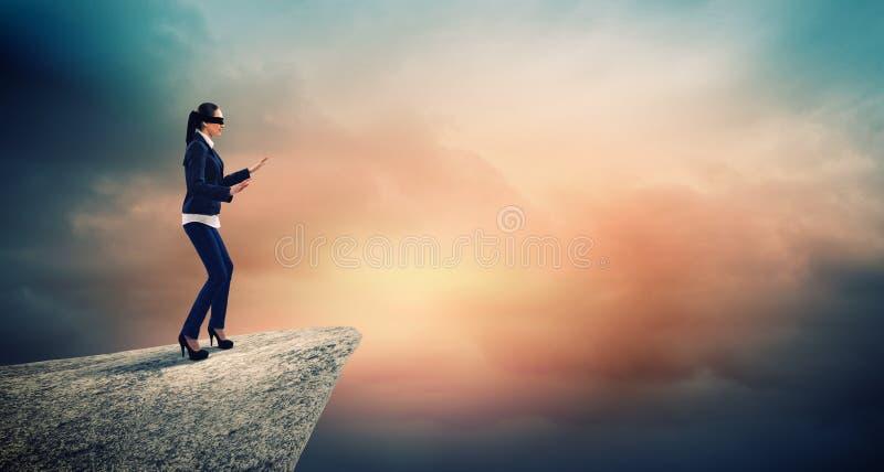 Geschäftsfrau in der Augenbinde lizenzfreie stockfotos