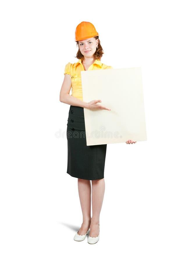 Geschäftsfrau in der Hardhatholdingfahne lizenzfreie stockbilder