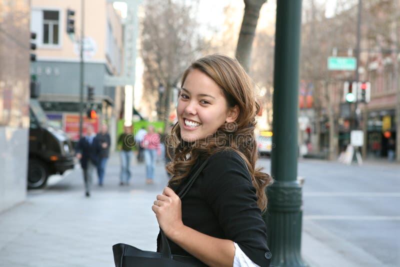 Geschäftsfrau, die arbeiten geht lizenzfreie stockfotografie