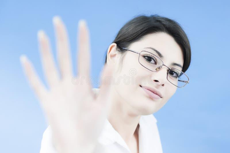 Geschäftsfrau, die den Abnehmer grüßt lizenzfreies stockbild