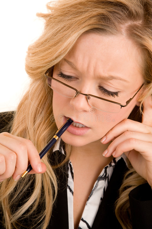 Geschäftsfrau, die ein Problem löst lizenzfreie stockbilder
