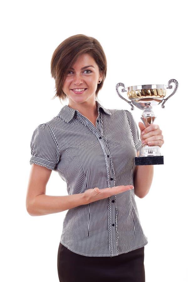 Geschäftsfrau, die eine Trophäe gewinnt stockbild
