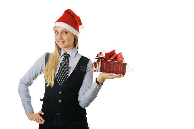 Geschäftsfrau, die einer Sankt den Hut mit einem Geschenk trägt stockfotos