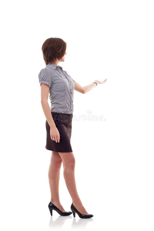 Geschäftsfrau, die etwas darstellt lizenzfreie stockfotografie