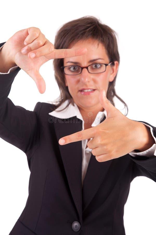 Geschäftsfrau, die gestaltenhandgeste zeigt stockfotos