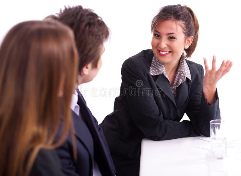 Geschäftsfrau, die gesunde Diskussion hat lizenzfreies stockfoto