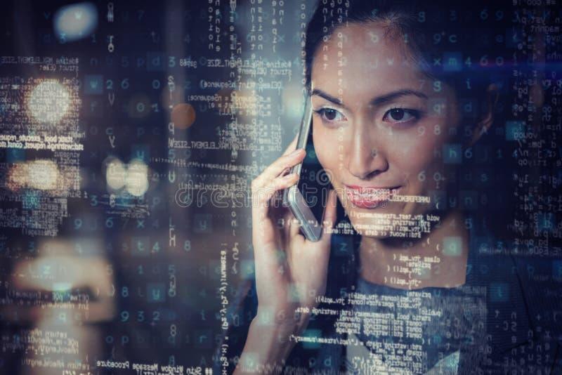 Geschäftsfrau, die am Handy 3D spricht lizenzfreie abbildung