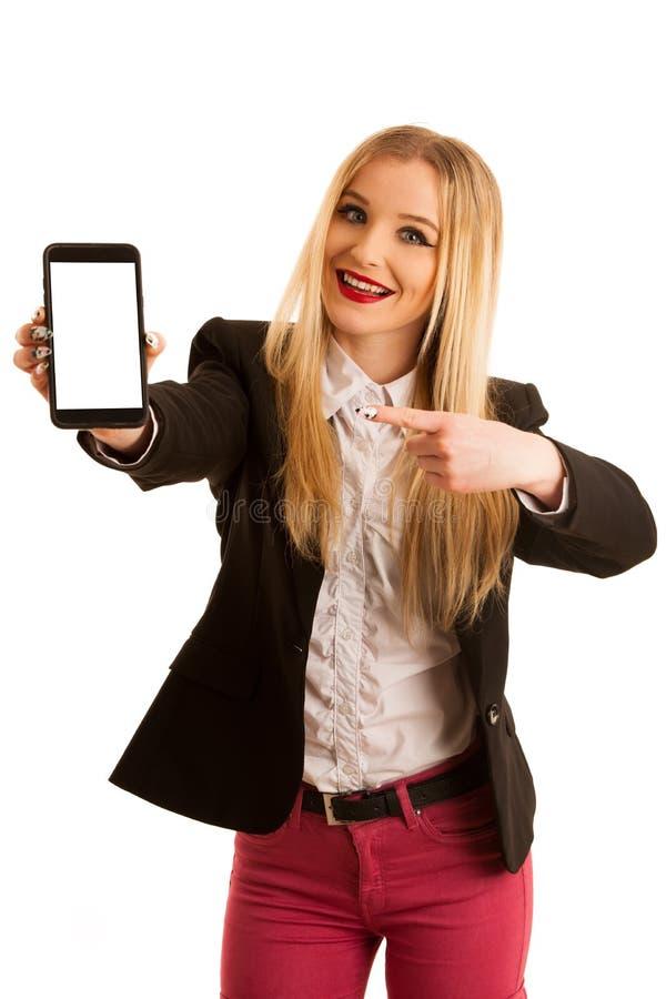 Geschäftsfrau, die intelligentes Telefon mit leerer Anzeige für Text O zeigt lizenzfreies stockbild