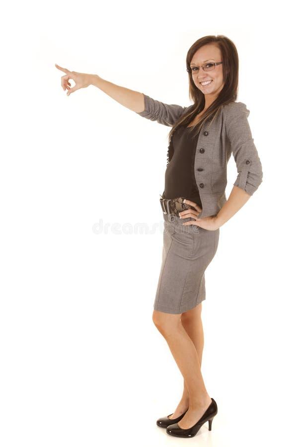 Geschäftsfrau, die Lächeln schauend zeigt lizenzfreies stockfoto