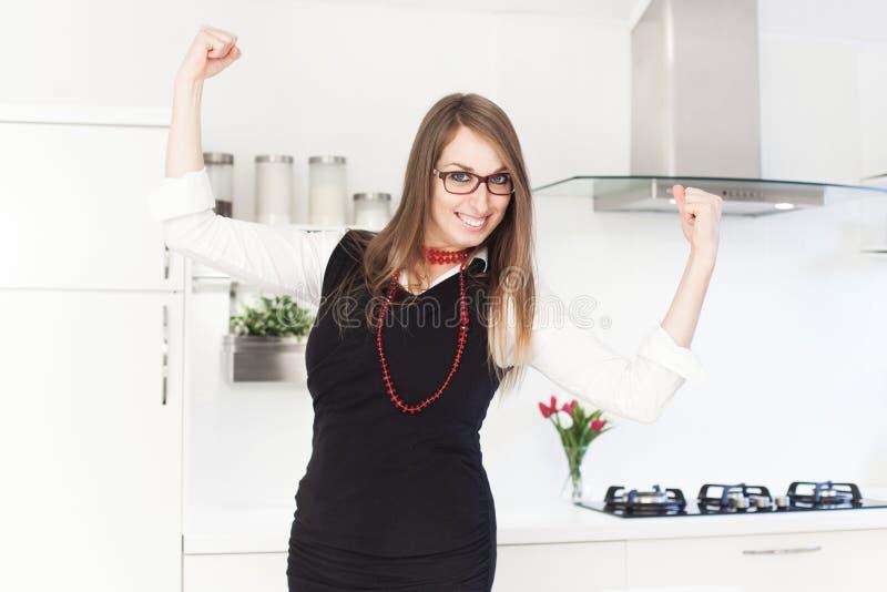 Geschäftsfrau, die motiviert glaubt stockbilder