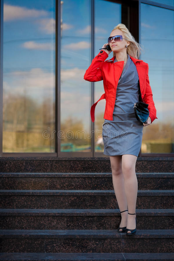Geschäftsfrau, die spät beeing ist lizenzfreies stockfoto