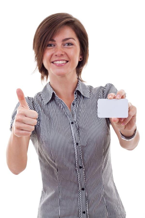 Geschäftsfrau, die unbelegte Visitenkarte anhält lizenzfreies stockfoto