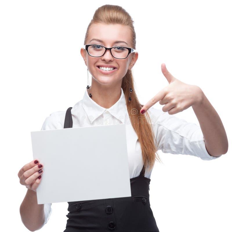 Geschäftsfrau, die Zeichen anhält stockbild