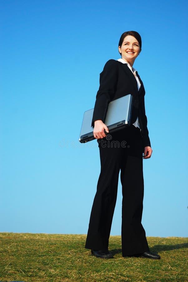 Geschäftsfrau draußen stockfoto