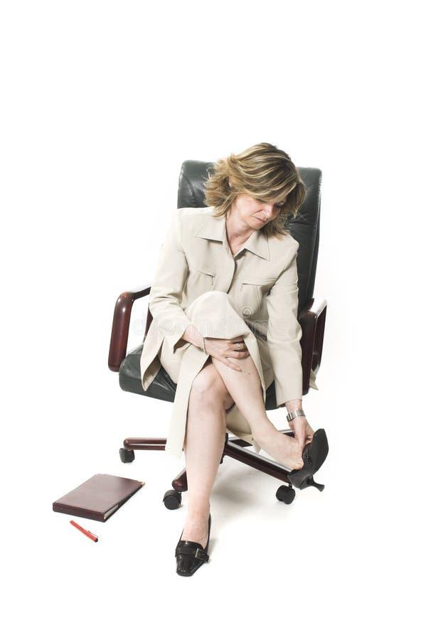 Geschäftsfrau-Fahrwerkbeinermüdung stockbilder