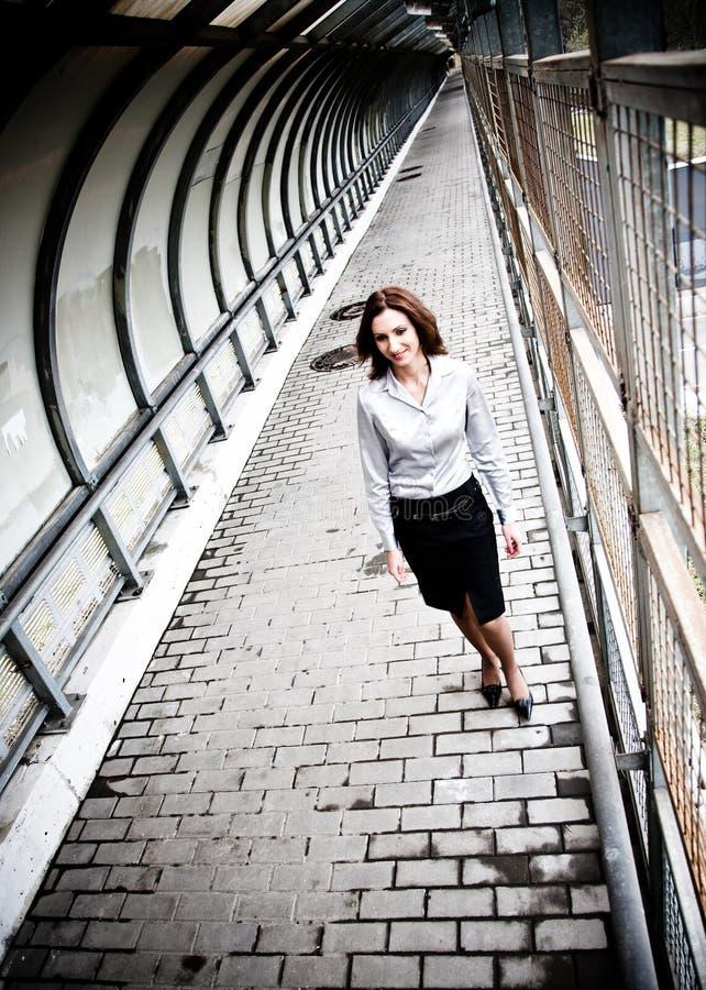 Geschäftsfrau-Gehen stockfotos