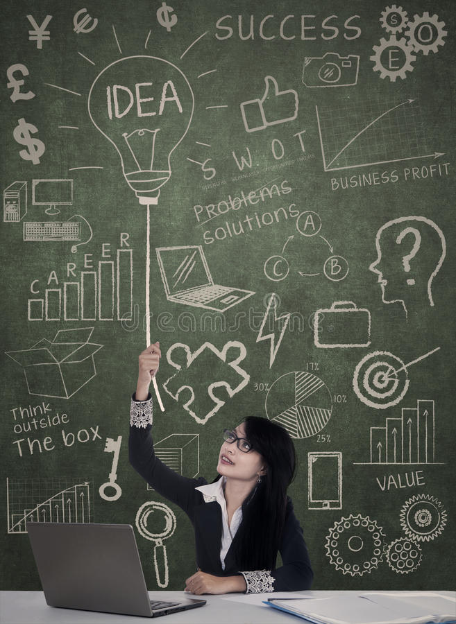 Geschäftsfrau haben eine Idee lizenzfreie stockfotos