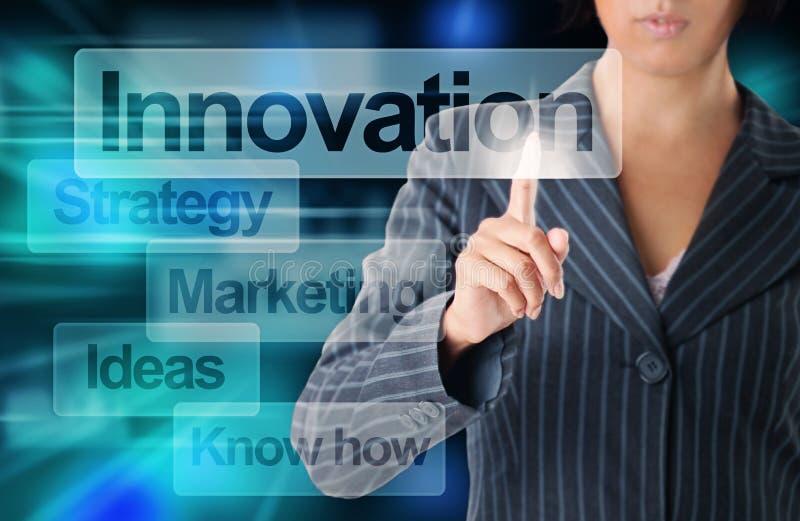 Geschäftsfrau-Hand Touching Virtual-Schirm, modernes Geschäft lizenzfreies stockbild