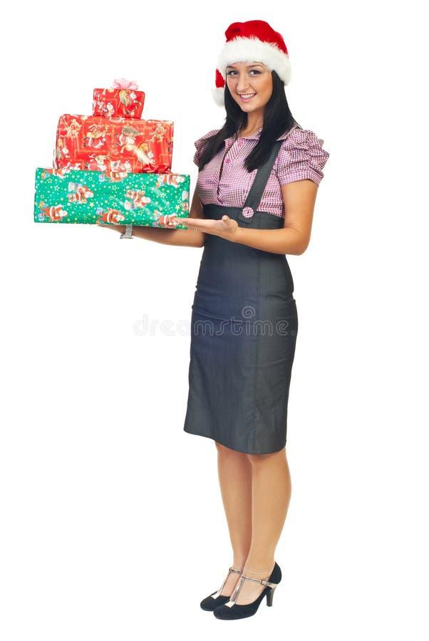 Geschäftsfrau-Holdinggeschenke stockfotos