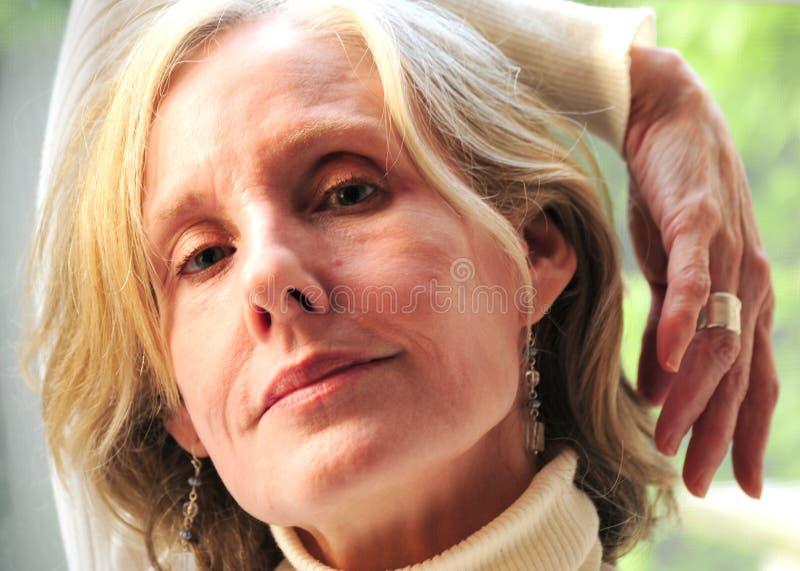 Geschäftsfrau im Stuhl lizenzfreie stockfotos