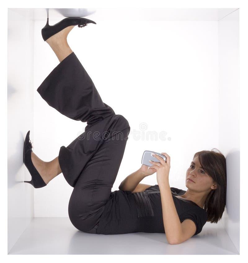 Geschäftsfrau im Würfel stockfotografie