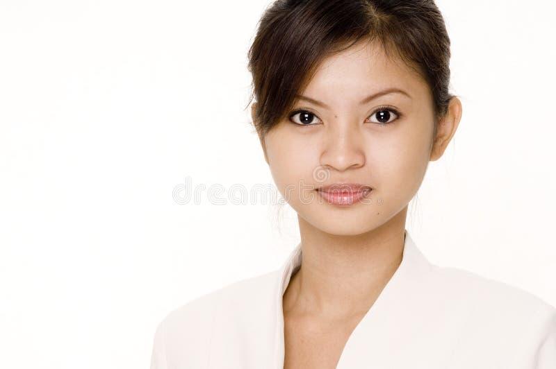 Geschäftsfrau im Weiß lizenzfreie stockfotografie