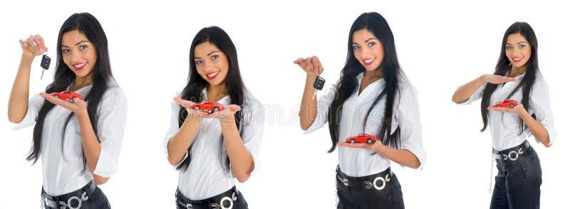Geschäftsfrau macht den Verkauf der Autos bekannt lizenzfreie stockfotos