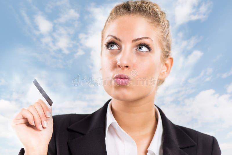 Geschäftsfrau mit Bestandskarte lizenzfreie stockfotografie