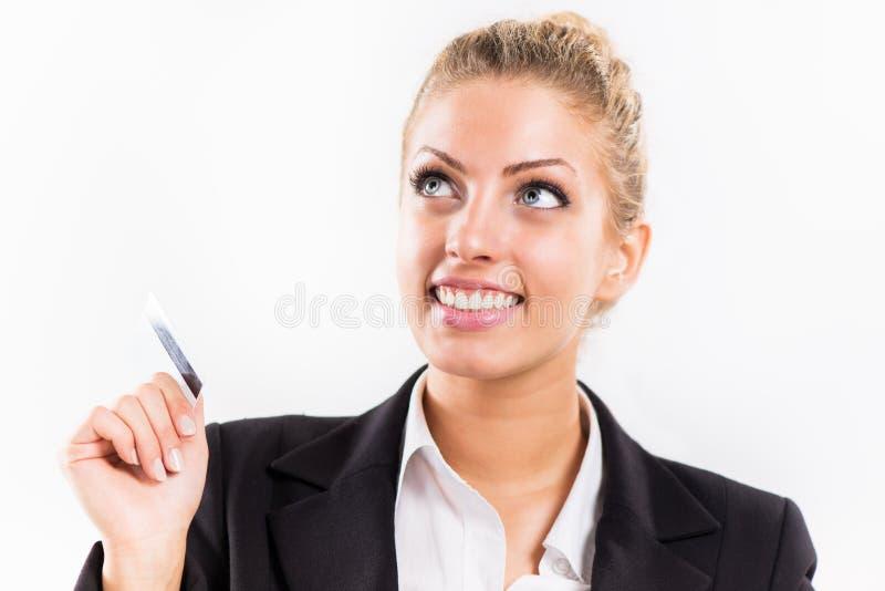Geschäftsfrau mit Bestandskarte stockbild