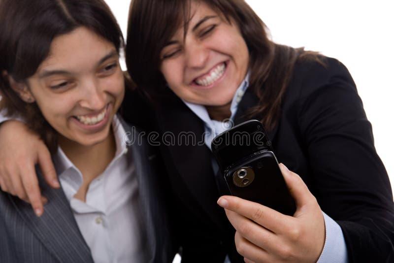 Geschäftsfrau mit dem Partnerlachen lizenzfreies stockbild