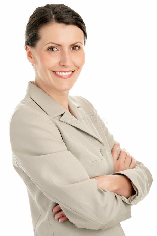 Geschäftsfrau mit den Armen kreuzte lizenzfreies stockfoto