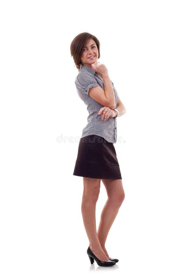 Geschäftsfrau mit den gekreuzten Armen lizenzfreies stockfoto