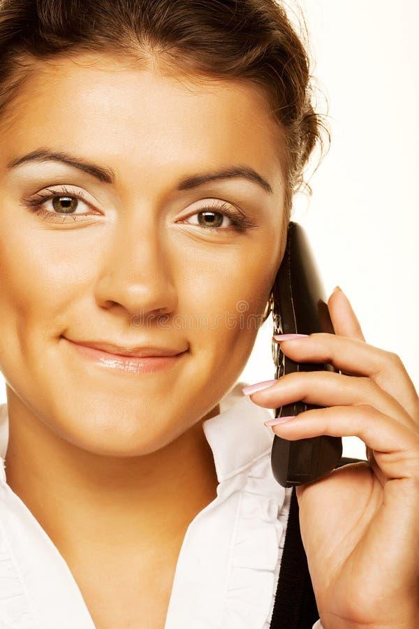 Geschäftsfrau mit einem Telefon lizenzfreies stockfoto