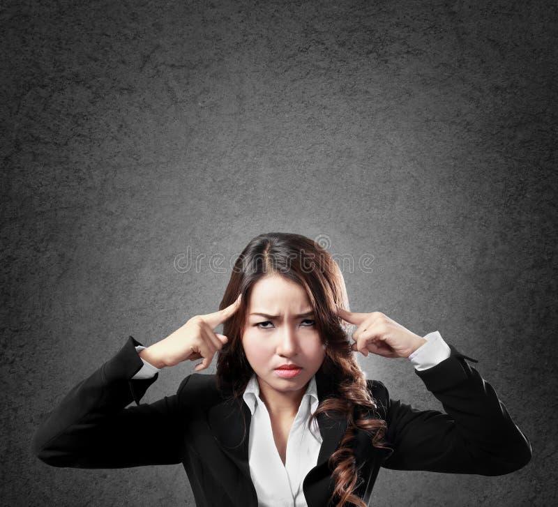 Geschäftsfrau mit ernstem Gesicht stockbilder