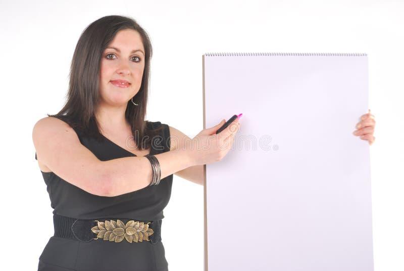 Geschäftsfrau mit Flip-Chart und Feder lizenzfreies stockbild