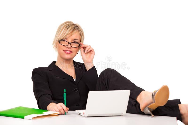 Geschäftsfrau mit Laptop stockfoto