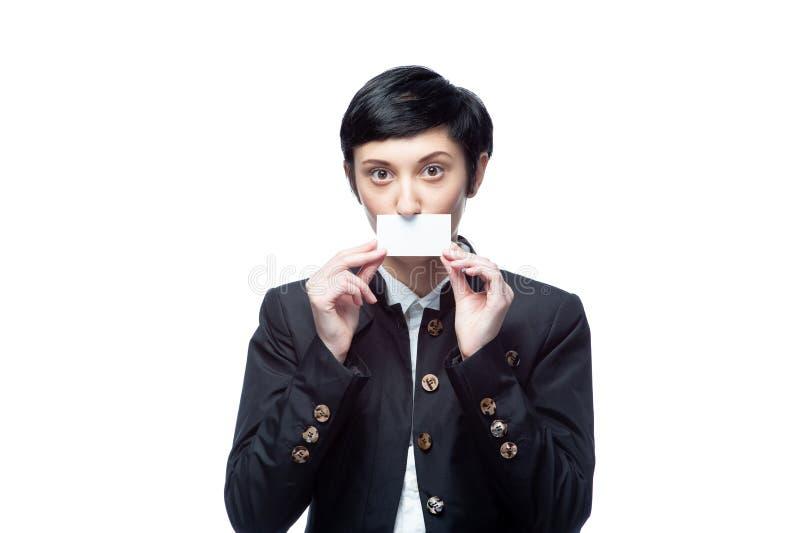 Geschäftsfrau mit leerer Werbungsfahne auf Weiß stockfotos