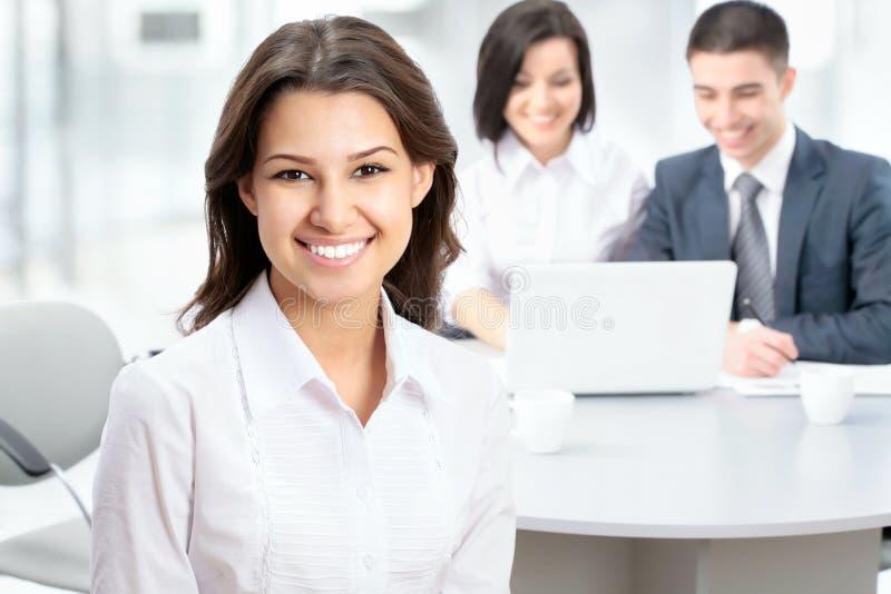 Geschäftsfrau mit Team stockbilder