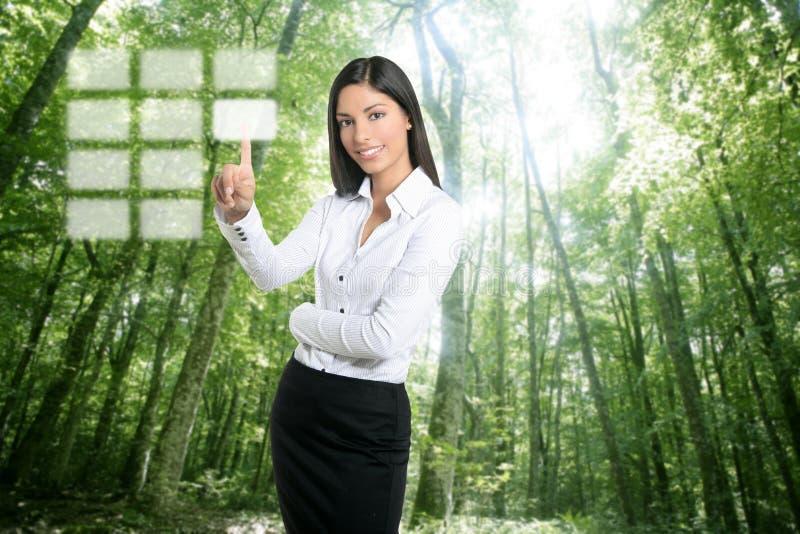 Geschäftsfrau-Notentastaturblock des Brunette ökologischer lizenzfreie stockfotografie