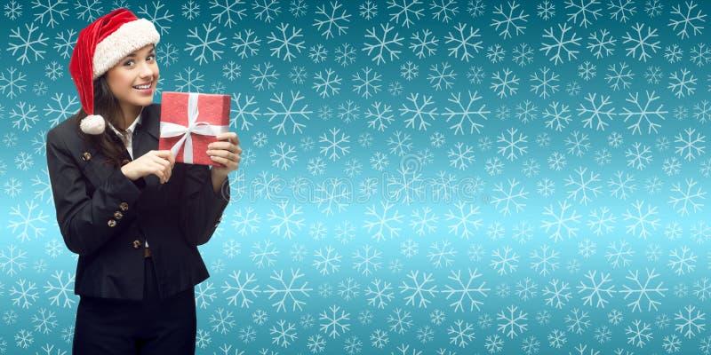 Geschäftsfrau in Sankt-Hut, der Geschenk hält lizenzfreie stockfotos