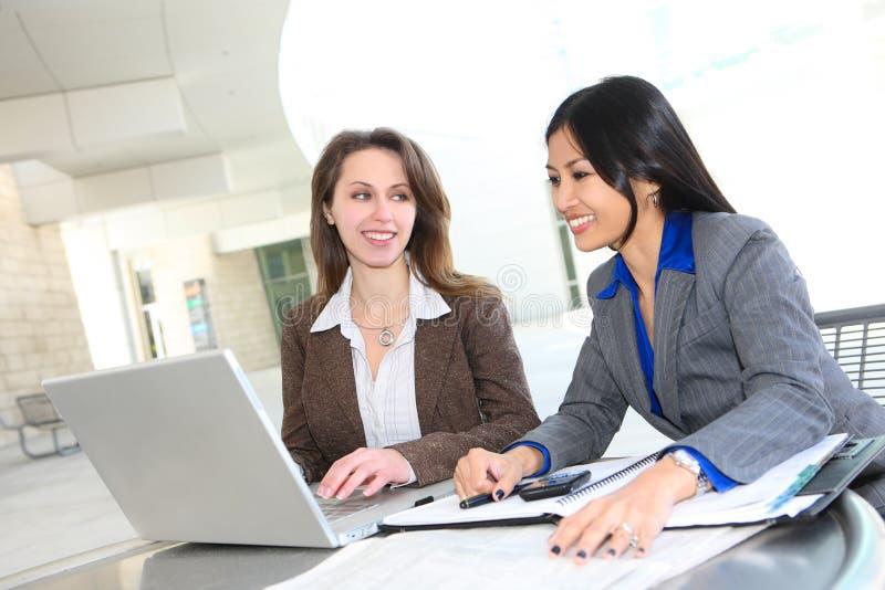 Geschäftsfrau-Team lizenzfreie stockfotos