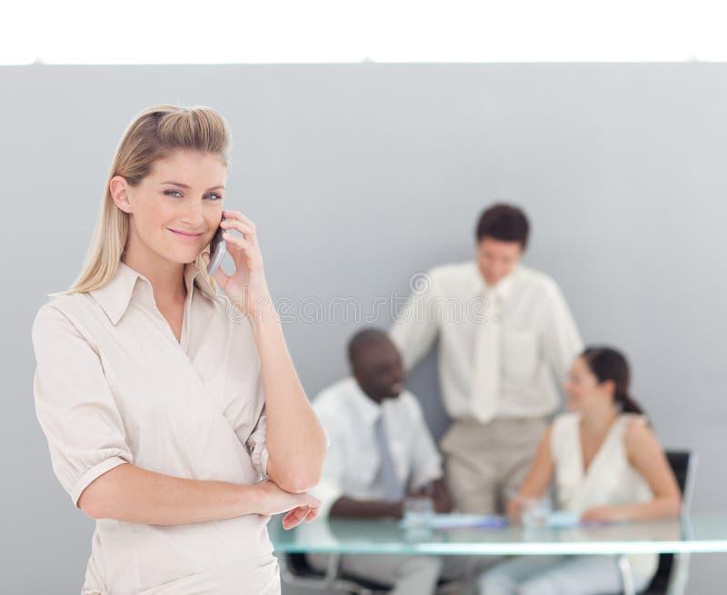 Download Geschäftsfrau am Telefon stockbild. Bild von kommunikation - 9098601