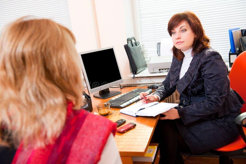 Geschäftsfrau trifft sich stockfotos