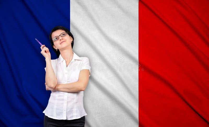 Geschäftsfrau und Frankreich-Flagge lizenzfreie stockfotos