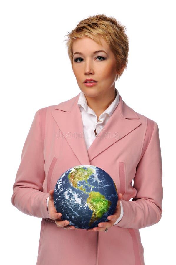 Geschäftsfrau, welche die Welt anhält stockbild