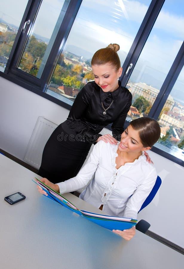 Geschäftsfrau zwei stockbild