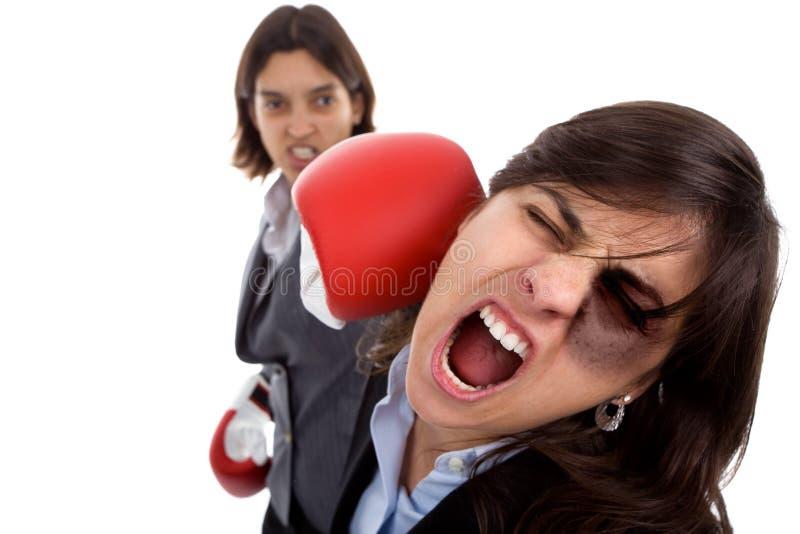 Geschäftsfrau zwei mit dem Verpackenhandschuhkämpfen stockfoto