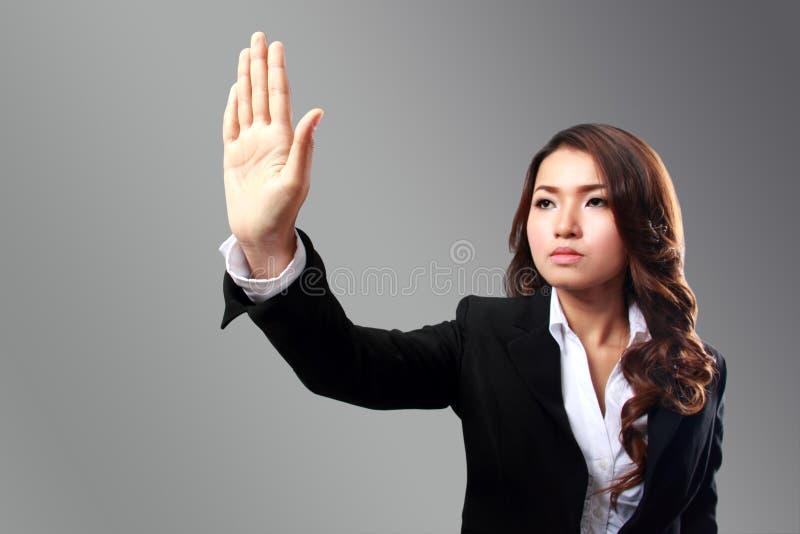 Geschäftsfraubild des Von Hand eindrückens etwas zum virtuellen backgro stockfotos