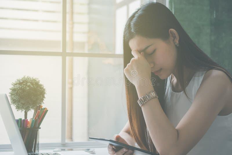 Geschäftsfrauen betont und unter Druck stockfotografie