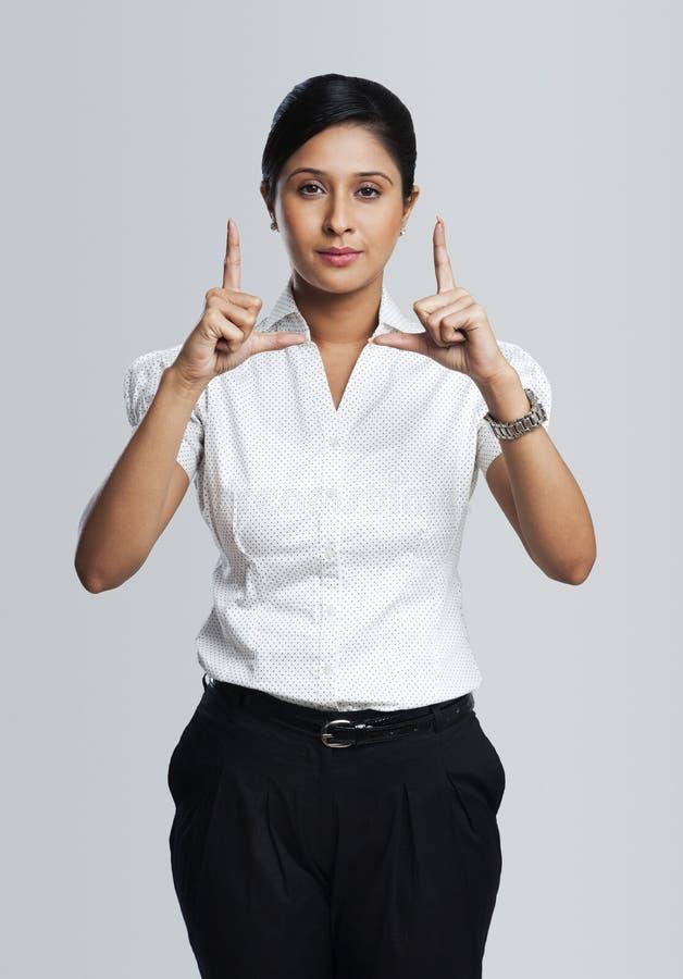 Geschäftsfraugestikulieren lizenzfreies stockbild
